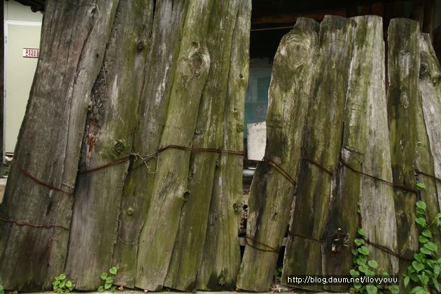 나무 판자 담