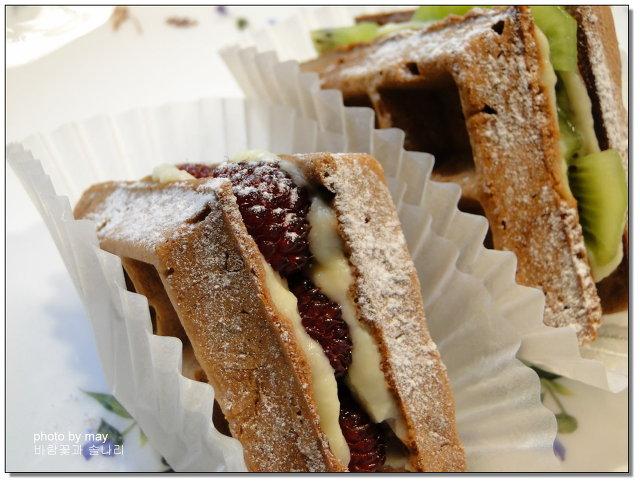 와플로 만든 샌드위치~ 과일와플샌드