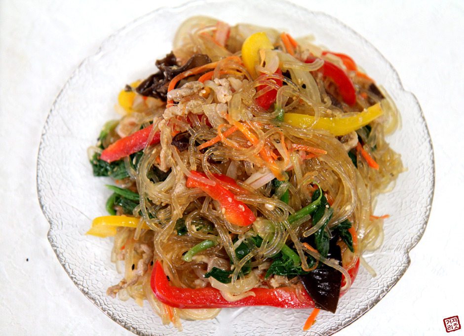 Japchae Stir Fried Noodles ( 잡채 ) top-best-korean-foods-you-must-try-delicious-food-ever-korean-cuisine-tinoshare.com-blogowebgo.com