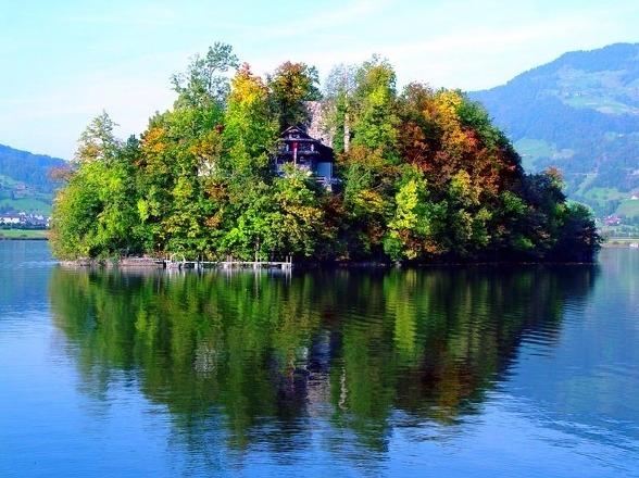 湖畔의 집