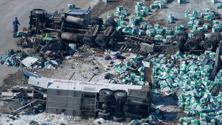 캐나다 주니어 하키팀 버스, 트레일러와 충돌...15명 사망