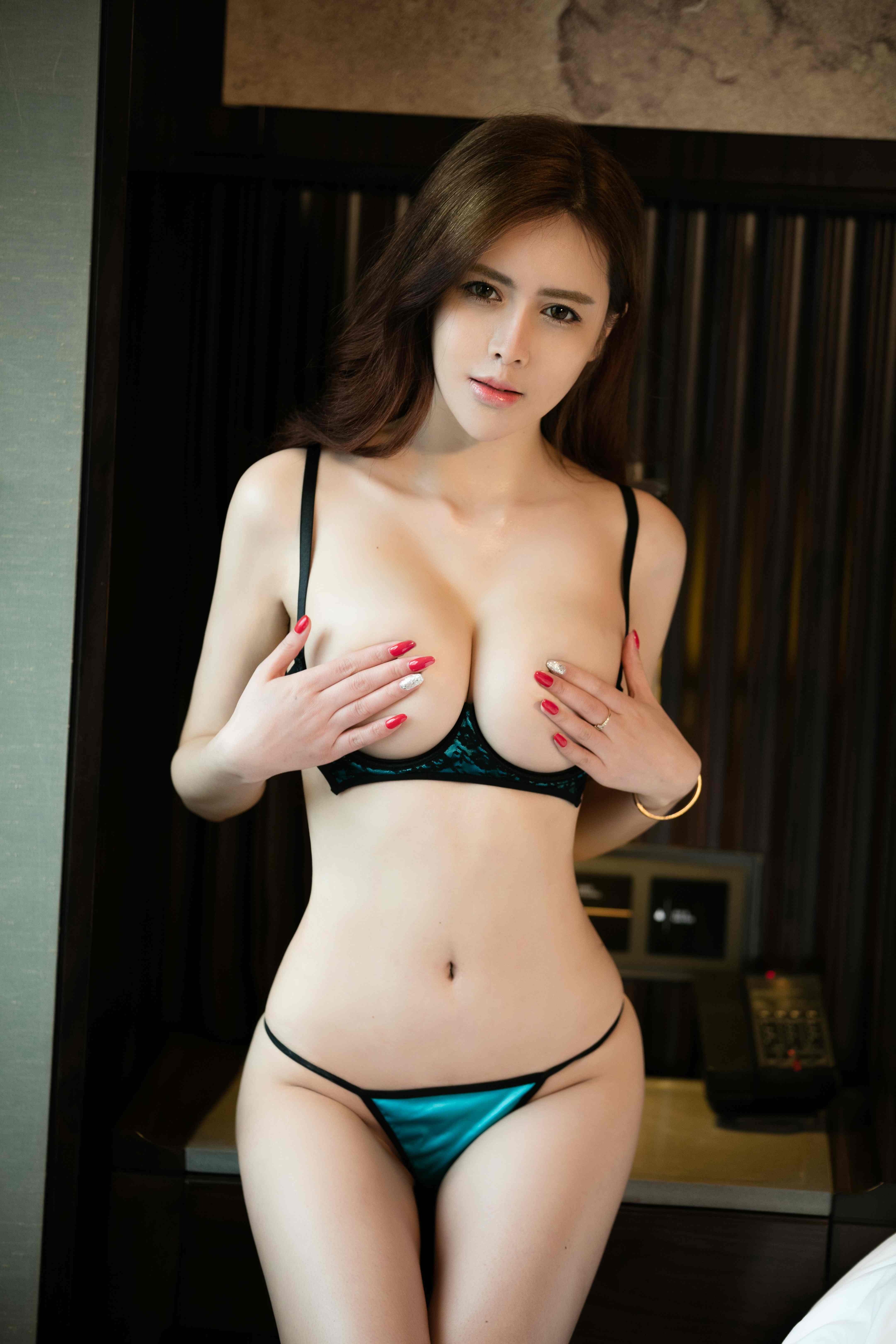 hot Chinese woman in nude